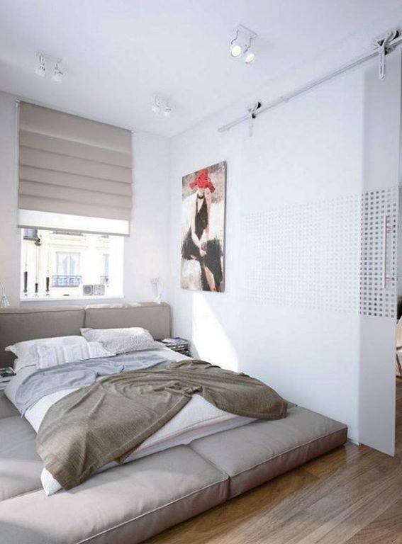 Кровать из подушек на полу