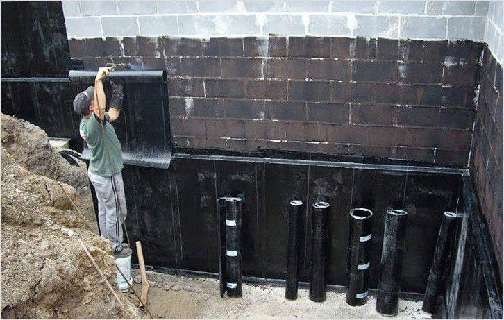 Делаем гидроизоляцию каменных стен