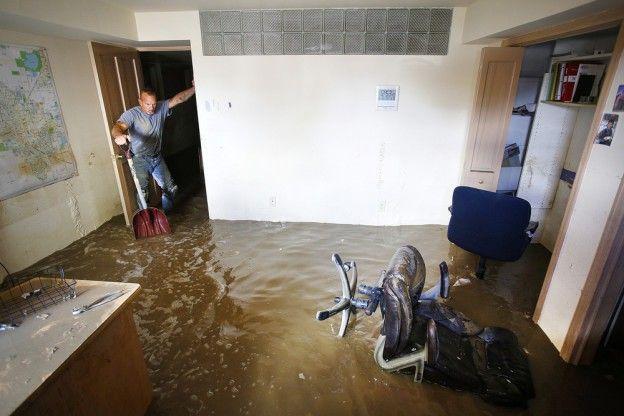 Вода в подвале: как удалить