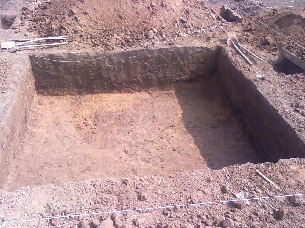 Неглубокий котлован под погреб