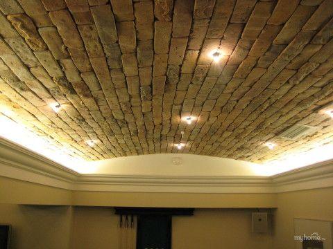 Вариант для жилого подвала: сводчатый потолок из гипсокартона с плиточной облицовкой