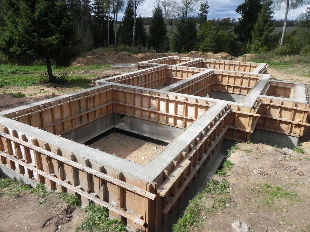 Фундаментная лента для наземного цокольного этажа