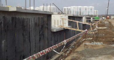 Оклейка цокольных стен рулонным материалом
