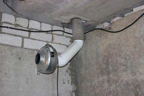 Устройство воздуховода с вентилятором