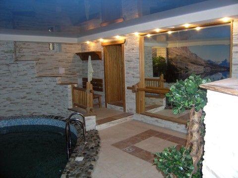 Дом с бассейном в цокольном этаже