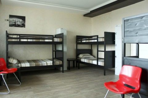 Двухъярусные кровати в хостеле
