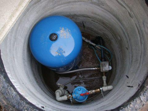 Кессон скважины, обеспечивающей автономное водоснабжение дома