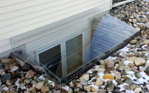 Окна цокольного этажа – правильное устройство проема