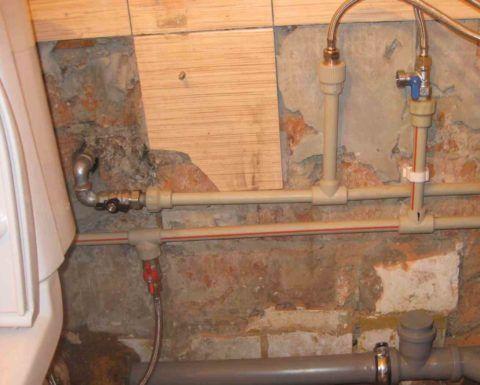 Подводки водоснабжения в городской квартире