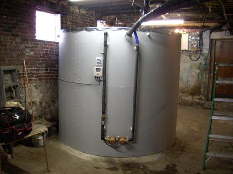 Теплоаккумулятор — теплоизолированный водяной бак объемом от 200 до 3000 литров