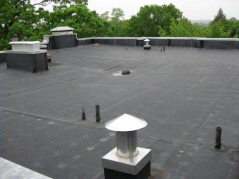 Вентиляционные выводы канализации на плоской крыше