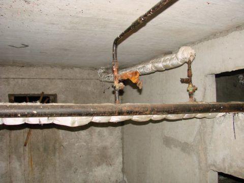 Заглушка на стояке отопления (справа)