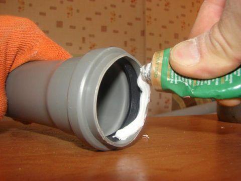 В проблемных случаях соединение можно герметизировать силиконом