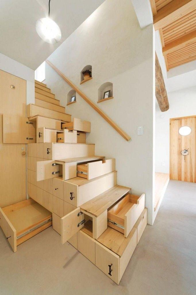 Комбинирование стационарных и выдвижных ящичков в лестнице