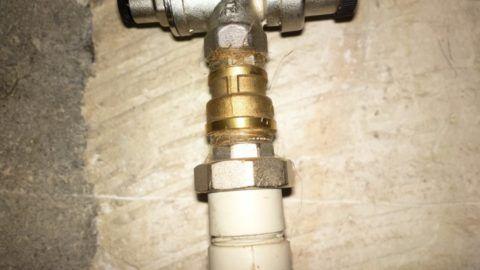 Переходник для адаптации нового участка водопровода к смонтированному раньше