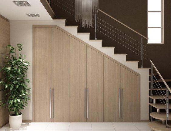 Рациональное использование пространства под лестницей