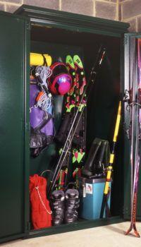 Спортинвентарь в шкафу
