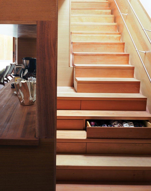 Вдвижные ящики в ступеньках лестницы