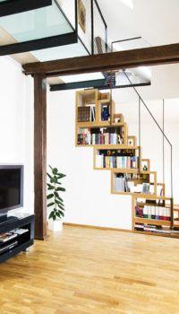 Зонирование помещения лестницей-стеллажом