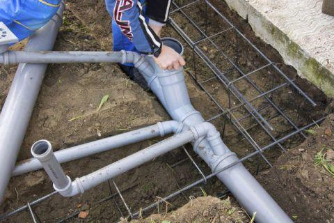 Монтаж внутренней канализации при строительстве частного дома