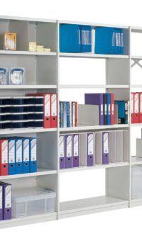 Удобное размещение офисной документации на полках стеллажа