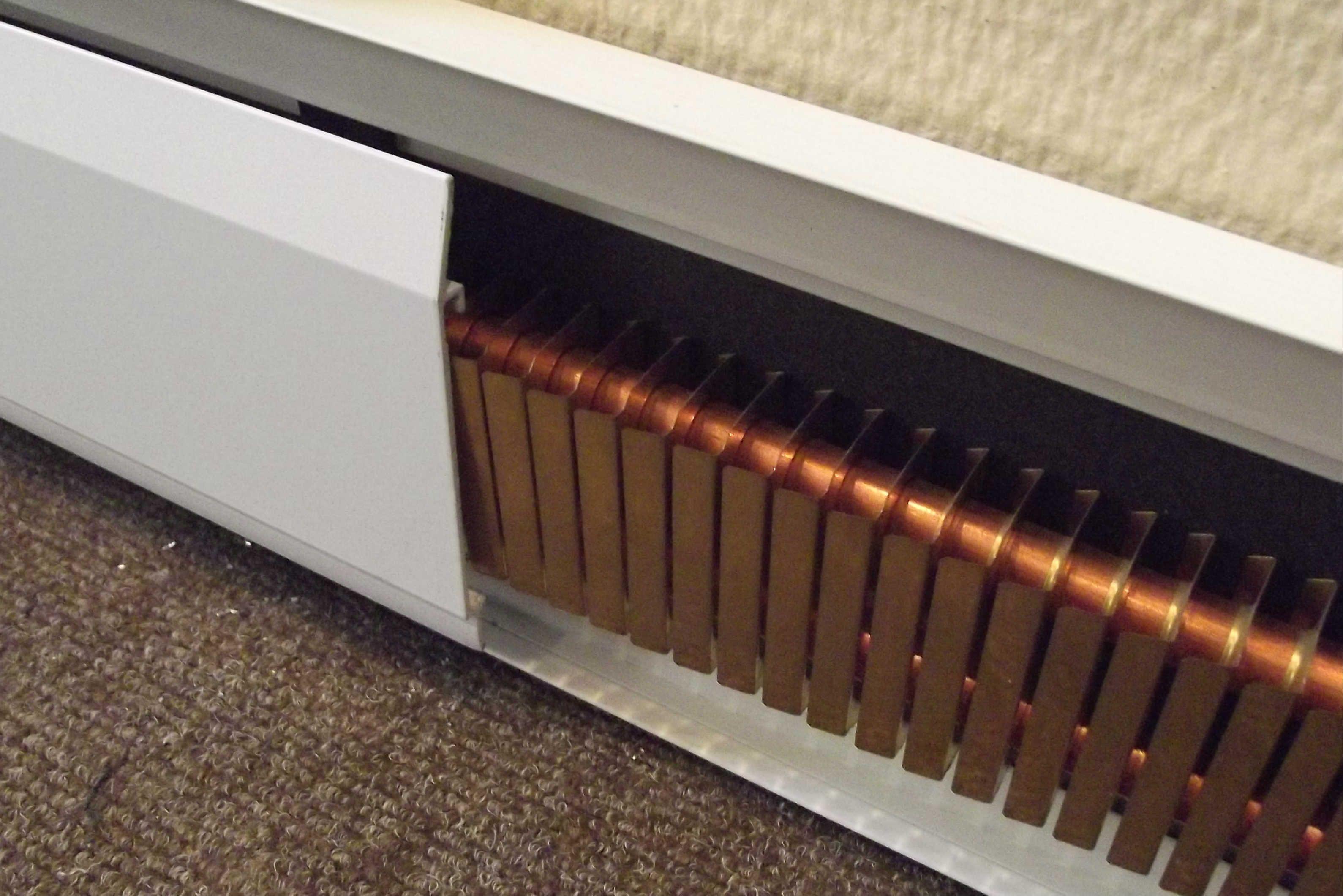 Медный греющий плинтус с алюминиевым экраном