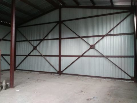 Отсутствие утепления (стены из досок или листового металла)