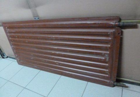 Радиаторная пластина благодаря своей минимальной толщине не помешает установке мебели