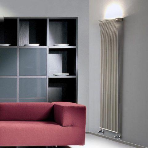 Высокий радиатор обогреет комнату, не занимая в ней много места