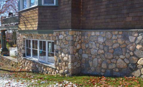 Бутовый камень – отличный материал для стен цокольного этажа