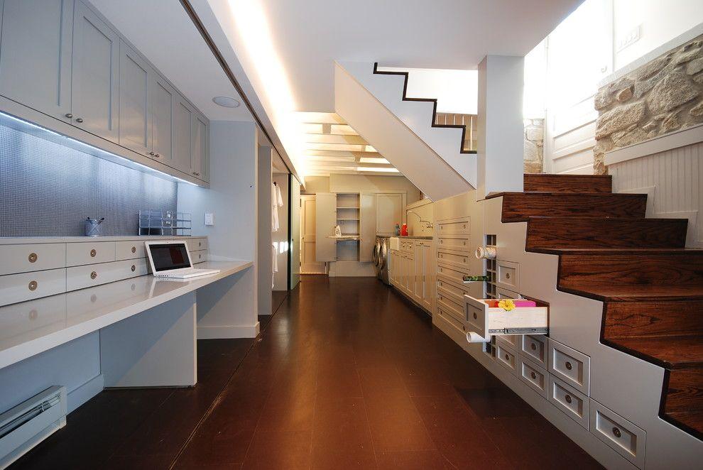Дизайн цокольных этажей в коттеджах: окололестничное пространство тоже может быть многофункциональным