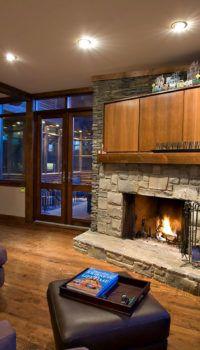 Если цокольный этаж наземный, то вход в дом может осуществляться через него