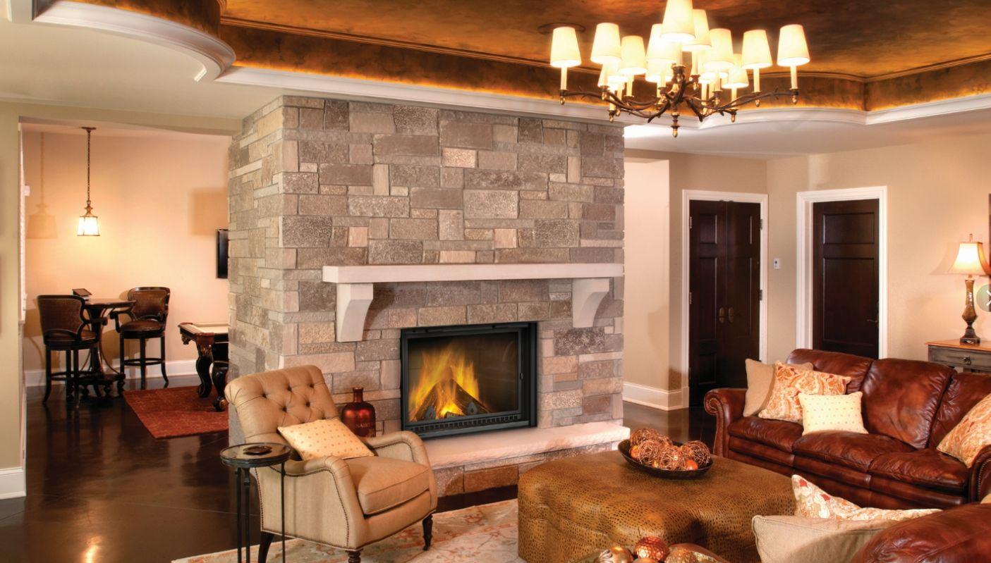 Камин может быть центральной фигурой в комнате отдыха