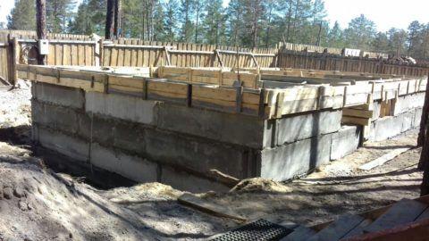 Крупноформатные блоки позволяют значительно сократить сроки строительства