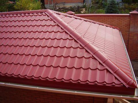 Металлочерепица на вальмовой крыше
