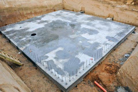 Монолитная плита – практически готовый пол для цокольного этажа