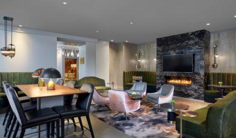 Сочетание классики и современности: комната отдыха в стиле контемпорари