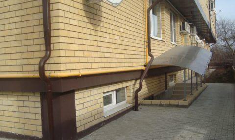Дом с отдельным входом в полуподвал