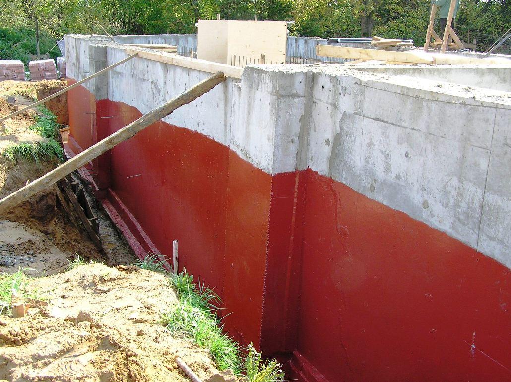 Изоляция стен цоколя от воды резиновой краской