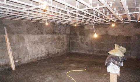 Монтаж подсистемы подвесного потолка со встраиваемым освещением