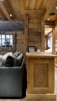 При желании, можно не только всю облицовку, но и мебель сделать из дерева