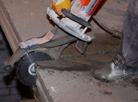 Резка проёма под лестницу в бетонном перекрытии