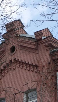 Старые дома с красивой архитектурой служат по две сотни лет