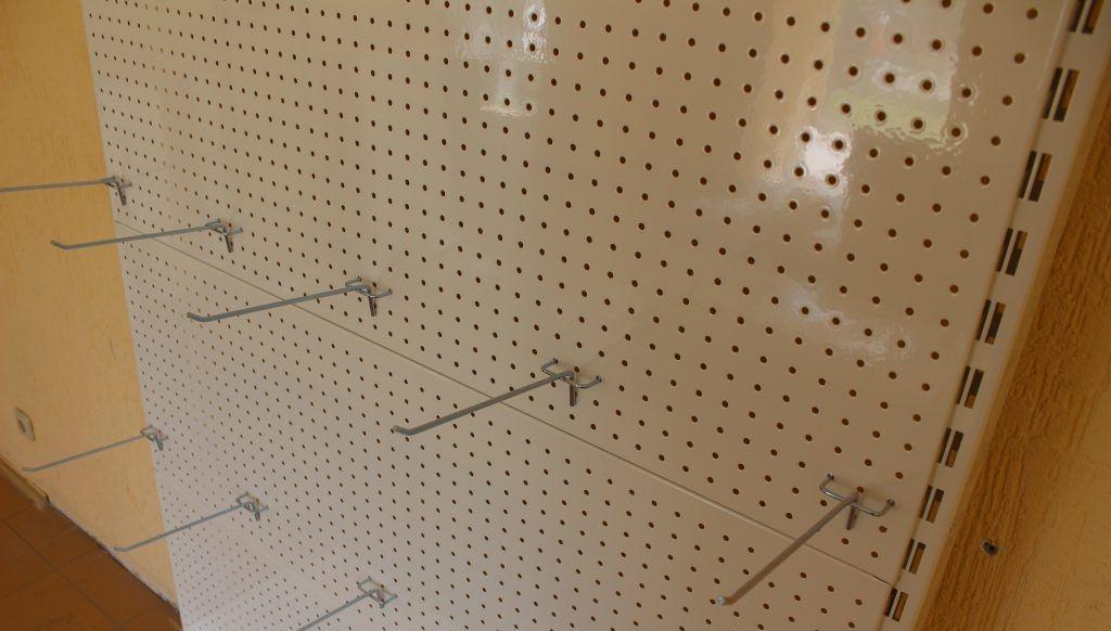 Перфорированный настенный стеллаж для инструмента