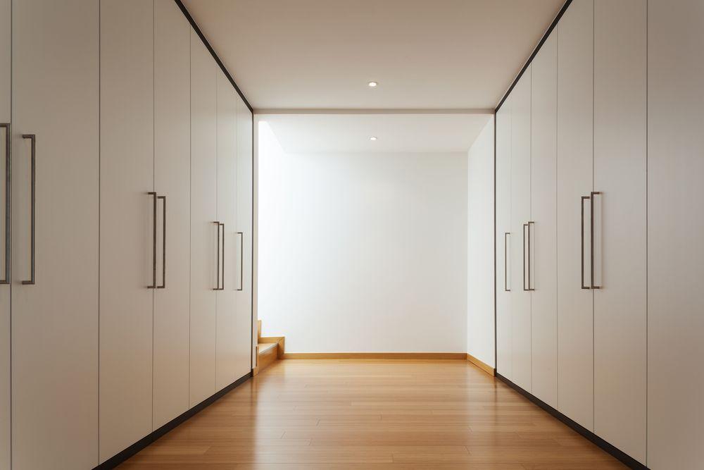 Зона хранения со встроенными шкафами