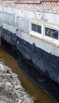 Если не сделать качественную гидроизоляцию, в подвале всегда будет сыро