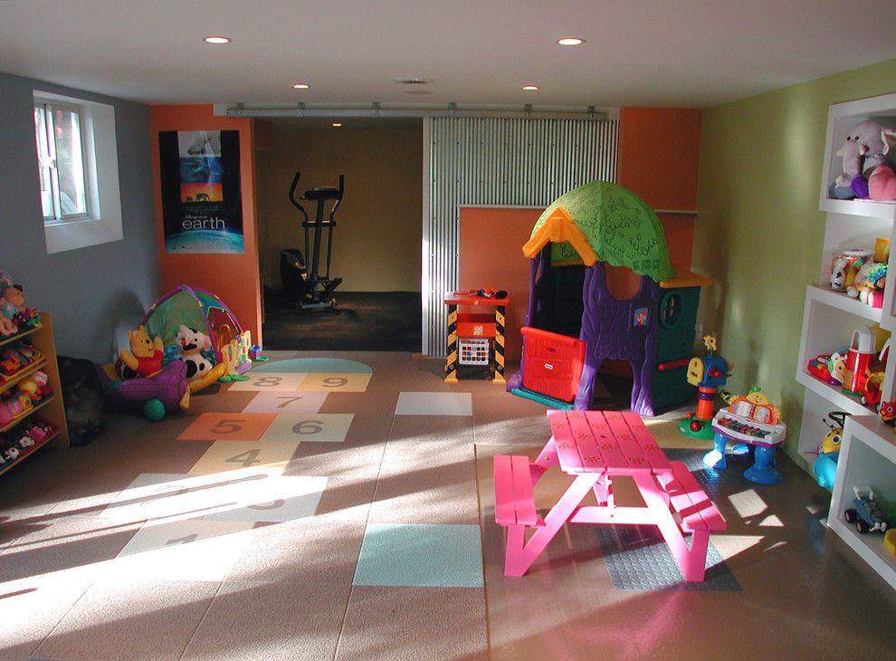 Игровая комната для малышей, тренажёры – для тех, кто постарше