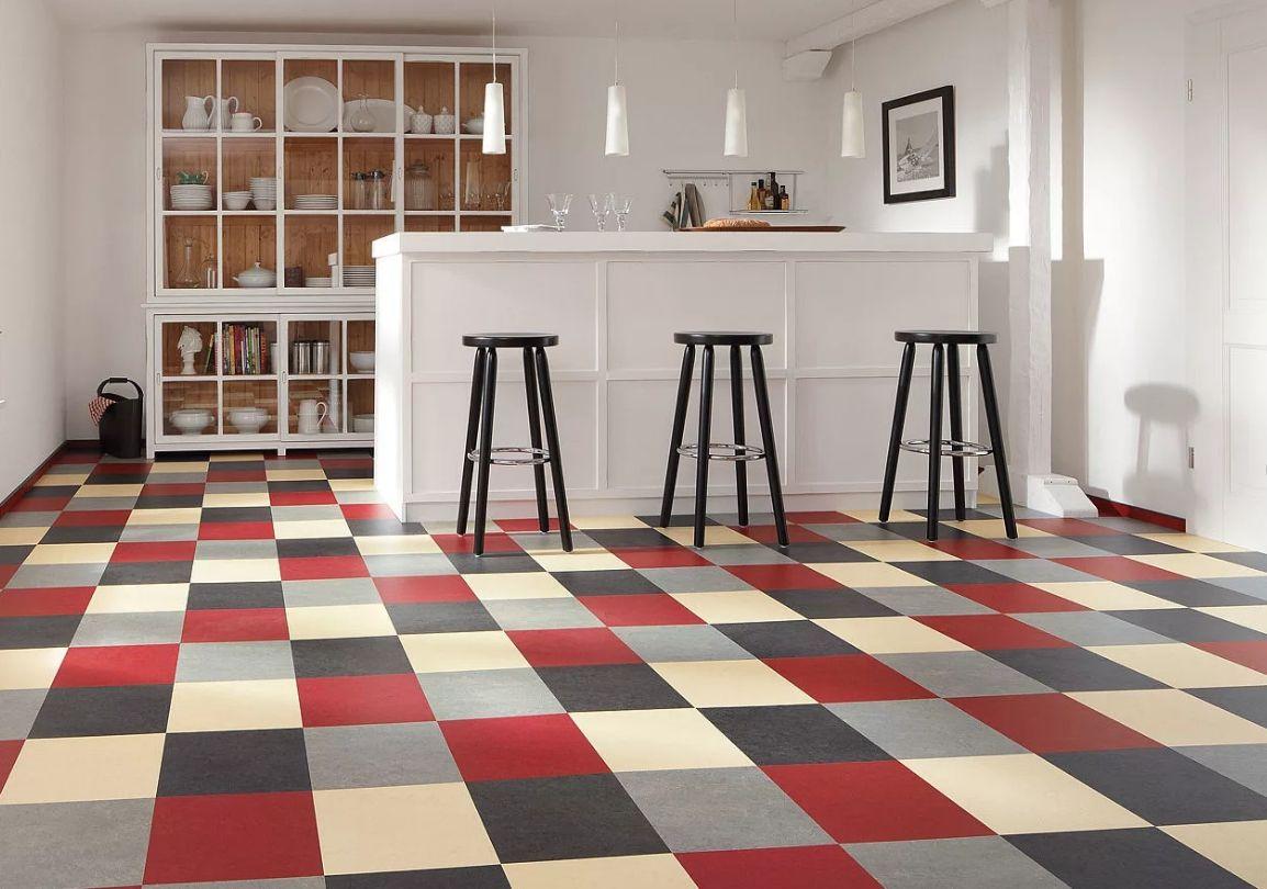 Кантри в современном прочтении: на полу плиты мармолеума – нового материала на основе пробки, джута и натуральных смол