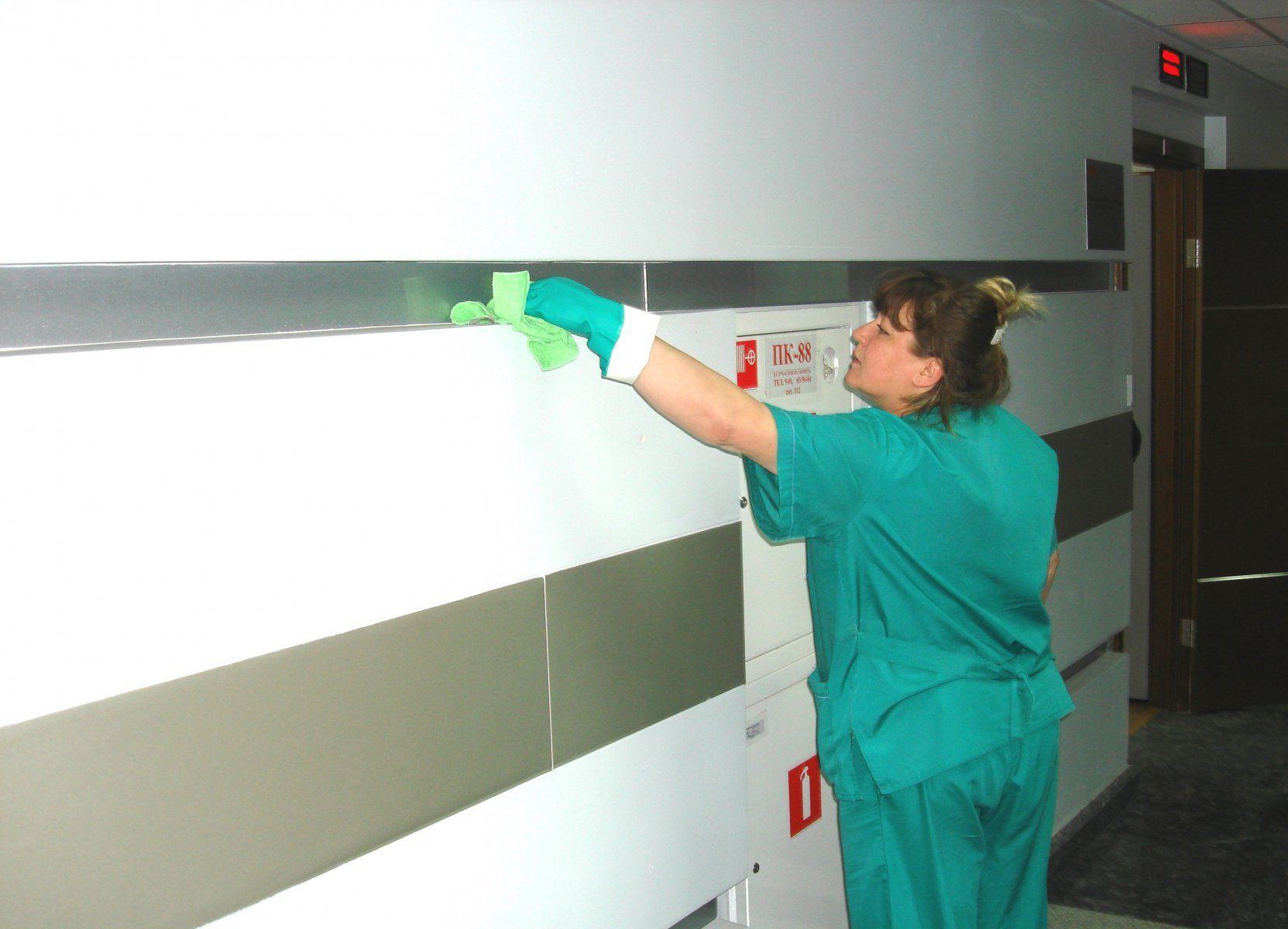 Влажная уборка поверхностей медицинского центра