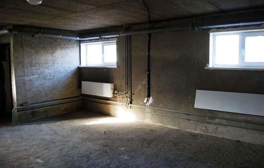 Цокольные помещения многоэтажек обычно отводятся под организацию различных видов сервиса и сдаются в аренду